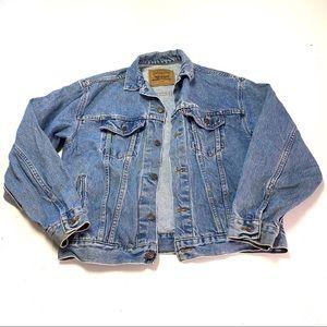 Vintage Levi's jean jacket- medium wash
